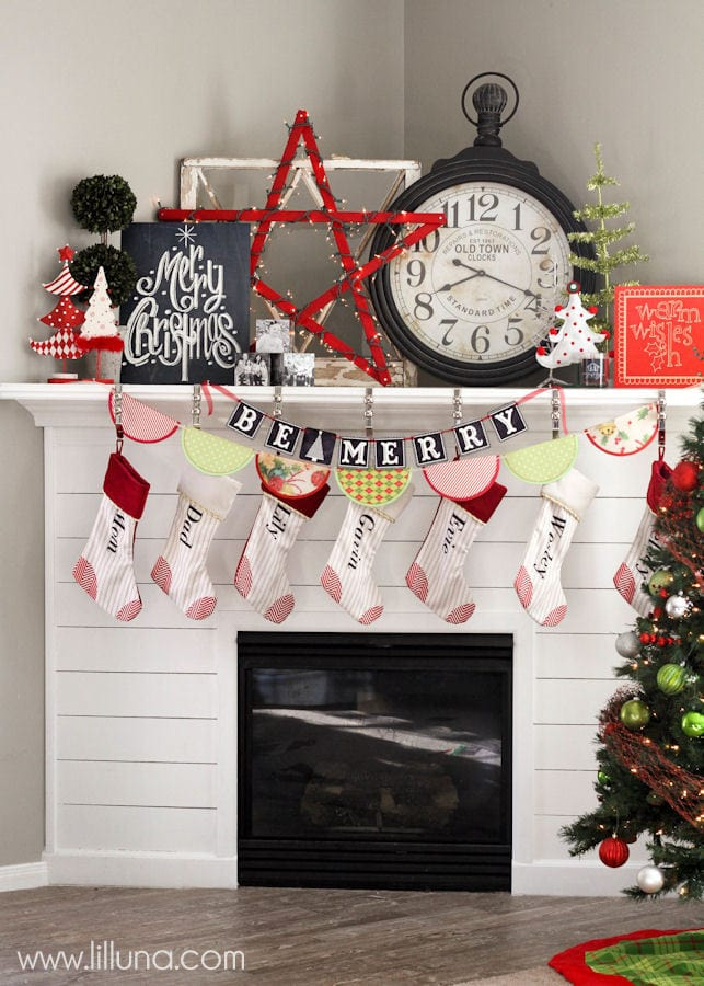 Christmas Mantel Decor and free prints on { lilluna.com }