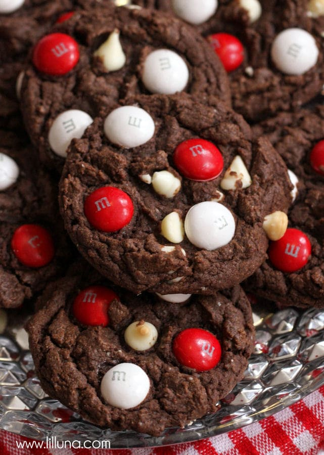 DELICIOUS Black and White Chocolate Peppermint M&M Cake Cookies { lilluna.com }