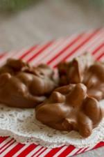 easy-peanut-clusters