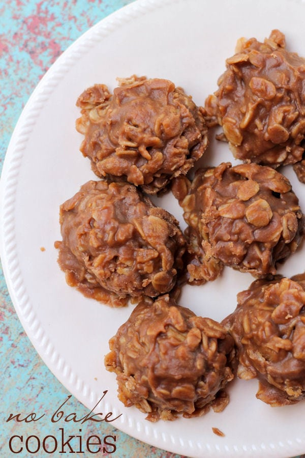 Super quick, simple and yummy NO-BAKE Cookies - one of our favorite recipes! { lilluna.com } Made with cocoa powder, peanut butter, vanilla, and quick oats!!
