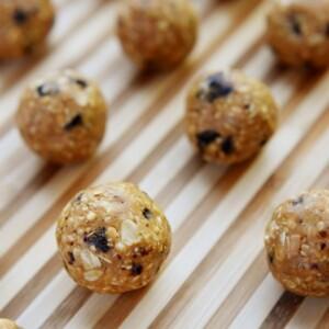 Oatmeal Cookie Energy Bites | FiveHeartHome.com for LilLuna.com
