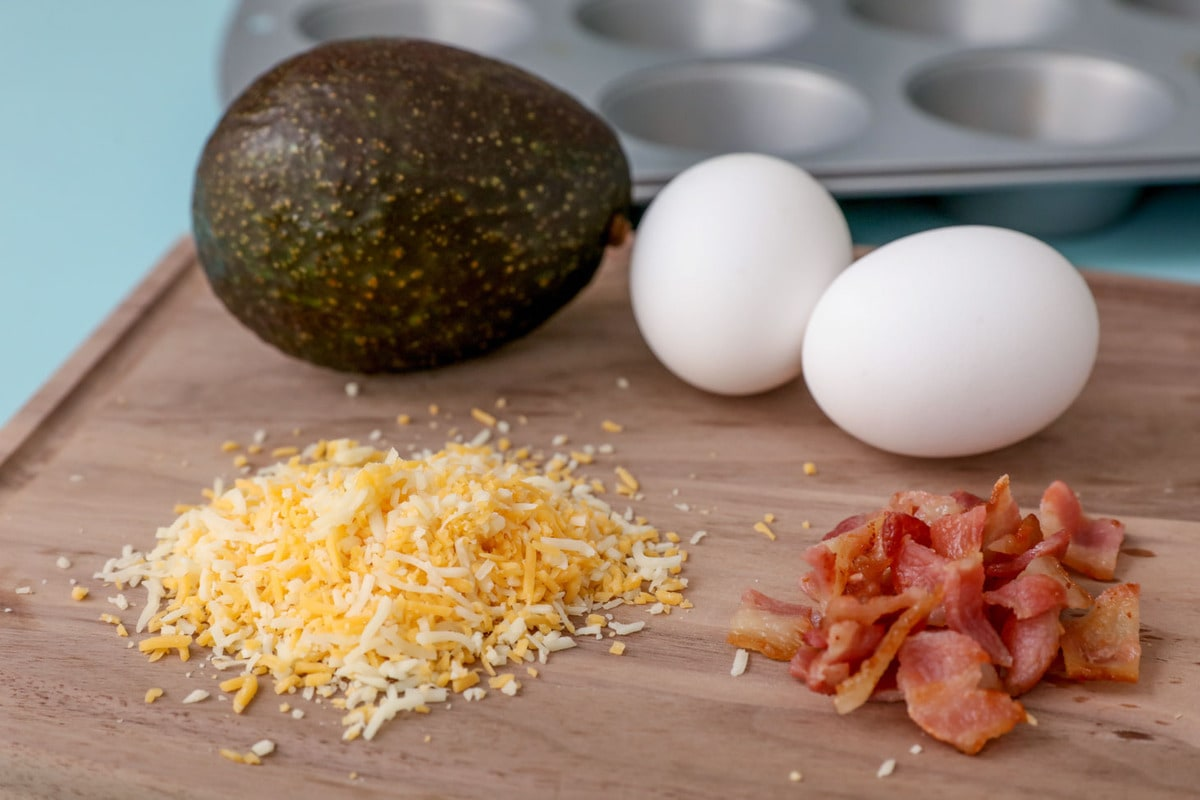 Avocado bacon eggs ingredients