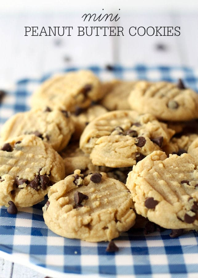 Soft and delicious Mini Peanut Butter Cookies with mini chocolate chips on { lilluna.com }