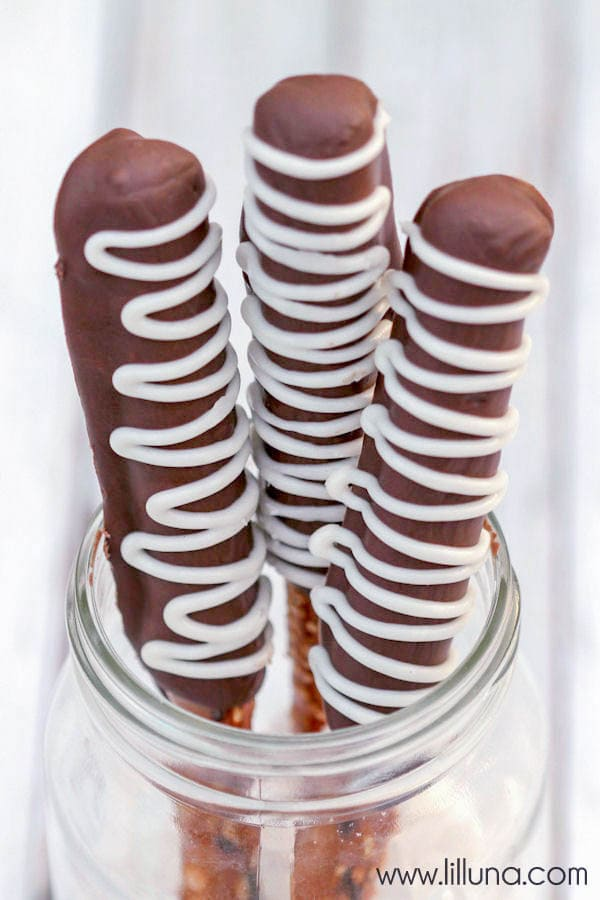 Chocolate Covered Pretzels recipe. So yummy!! All you need to make these delicious treats is pretzels and white and chocolate candy melts.