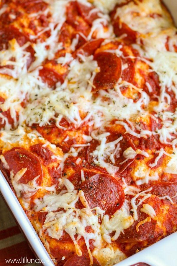 Quick and delicious Easy Pizza Bake - a new family favorite recipe! { lilluna.com }