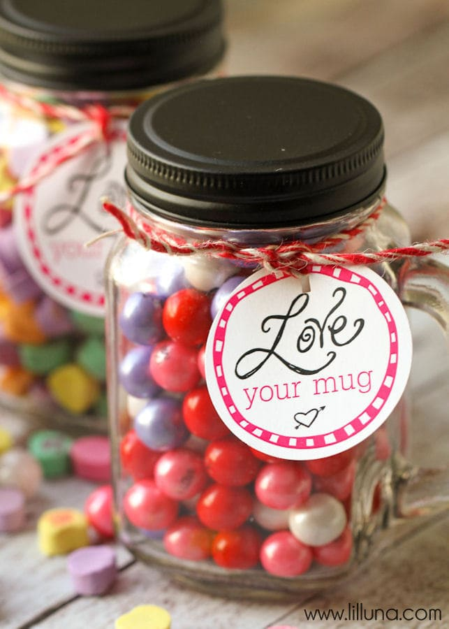 LOVE your Mug Valentine's gift idea - free tags on { lilluna.com } A simple and inexpensive idea!