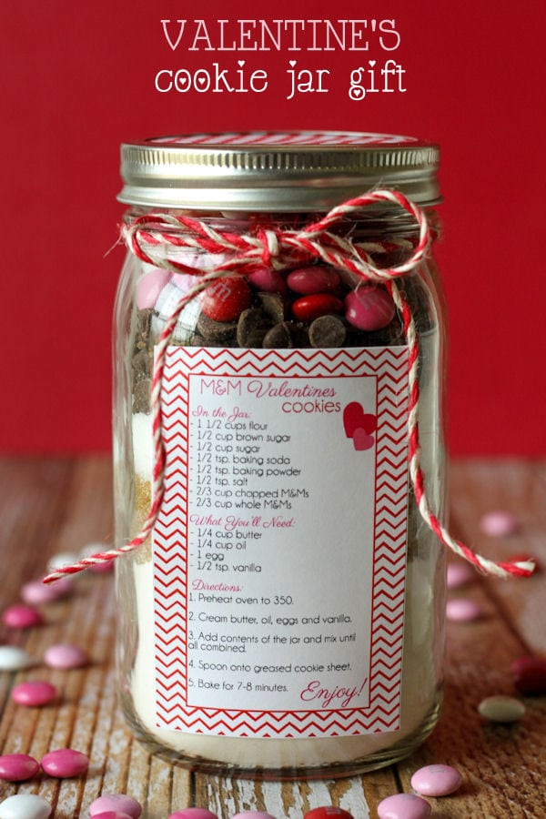 Valentine's Cookie Jar Gift - CUTE and simple. Free prints on { lilluna.com } Pick your favorite cookie recipe & put the dry ingredients in a jar & you're set!