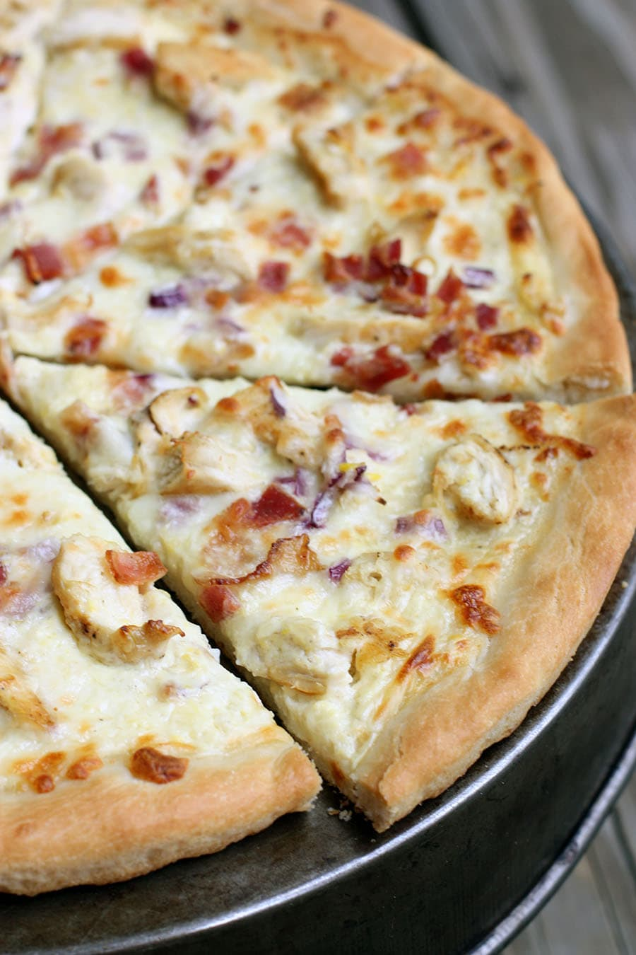 Delicious Chicken Alfredo Pizza - it's easy to make too! { lilluna.com ...