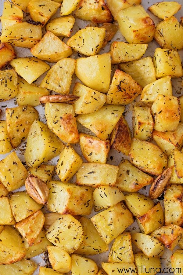 Easy Lemon Herb Roasted Potatoes - recipe on { lilluna.com } A yummy side dish!! Golden potatoes in lemon juice, olive oil, and lots of seasonings!!