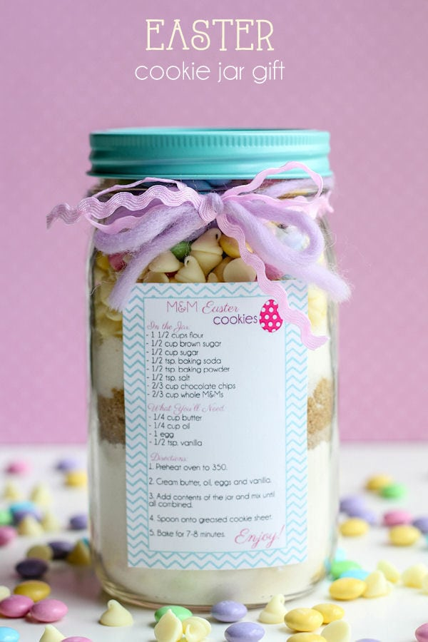 CUTE Easter Cookie Jar Gift - tutorial and free tags on { lilluna.com } A fun gift for those that love to bake!!