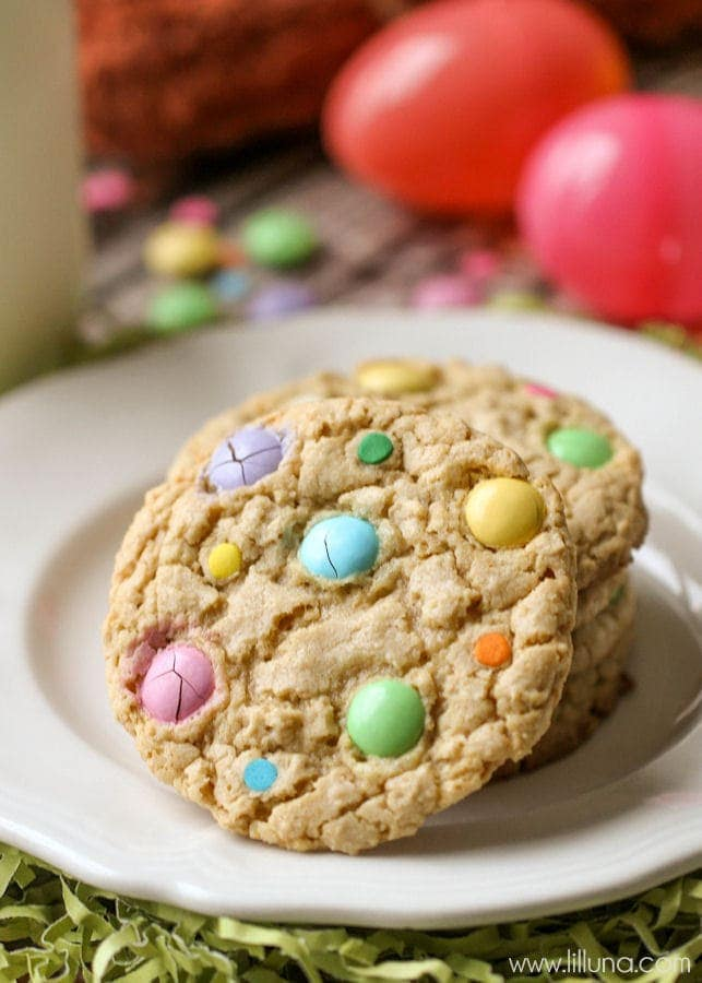 Last-Minute Easter desserts - cute AND delicious!! { lilluna.com } Easy, colorful, and quick to put together!