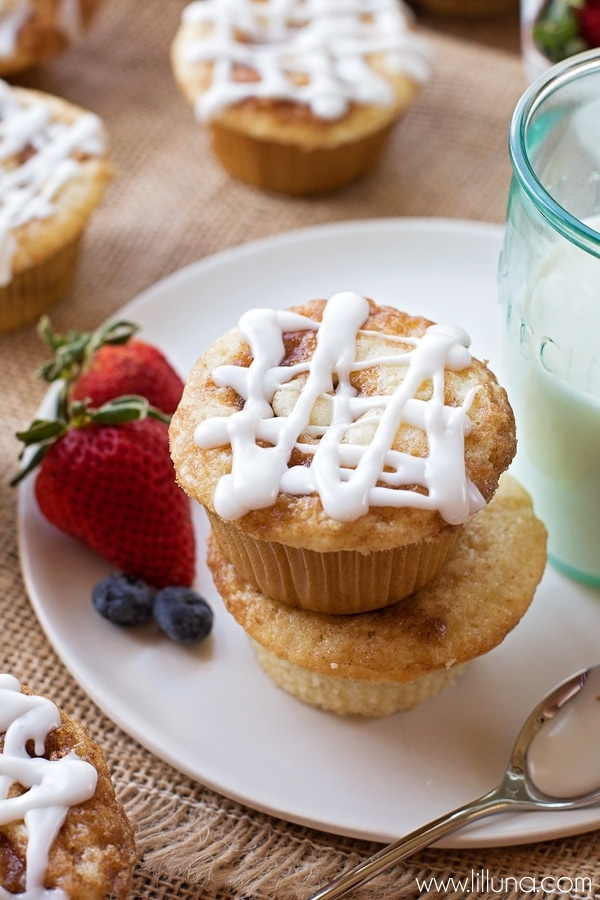 Delicious Homemade Cinnamon Rolls Muffins with a glaze on top! Recipe ...