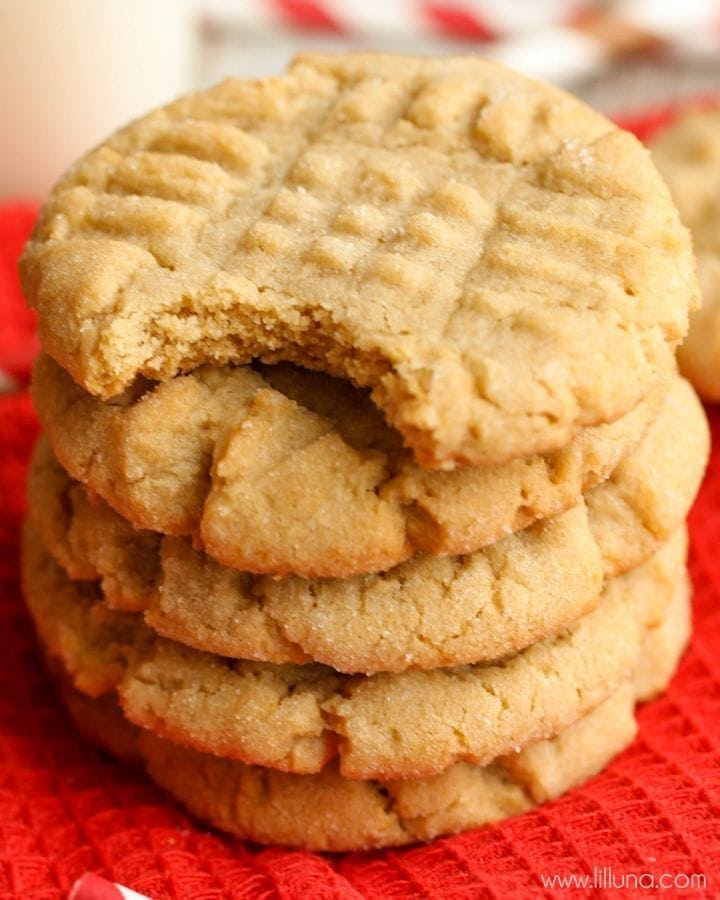 SOFT and delicious Peanut Butter Cookies - our family's all-time favorite recipe! { lilluna.com }