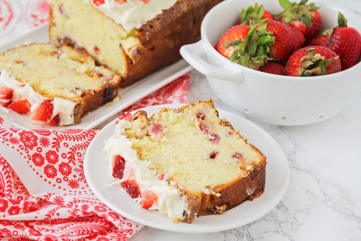 Pound cake with strawberries and glaze