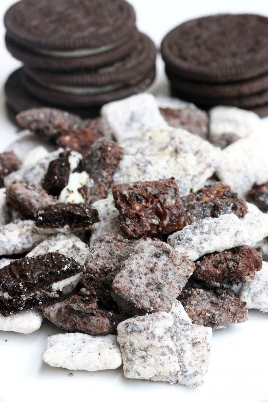 Cookies and Cream Muddy Buddies - you'll love them! { lilluna.com } Chex cereal mixed with powdered sugar, melted white and chocolate chips, and oreos!