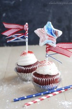 These adorable 4th of July marshmallow cupcake toppers are kid-friendly and delicious!