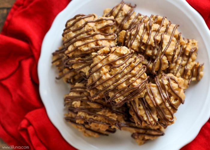 Peanut Butter Chews - a simple, crunchy treat filled with cornflakes, chex, and peanut butter and topped with hints of chocolate and butterscotch! { lilluna.com }