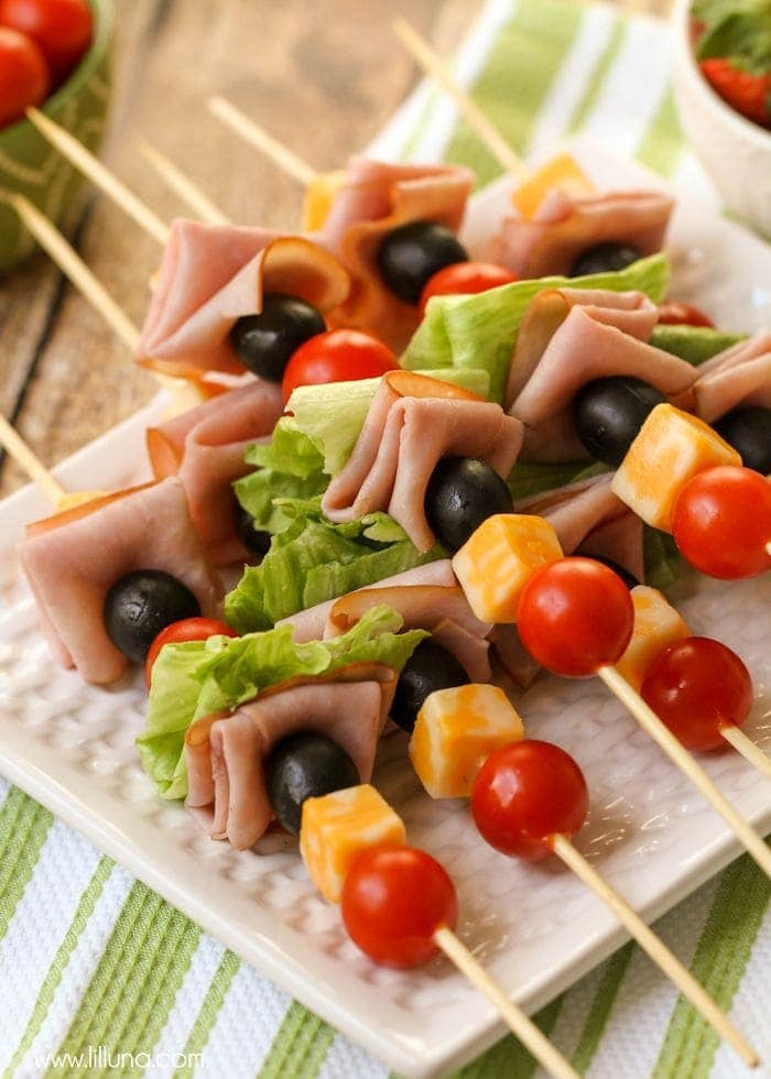 Lunch Kabobs - the perfect lunchtime meal filled with meat and veggies! They're also perfect for parties and barbecues! { lilluna.com }