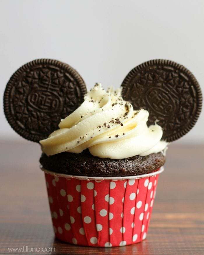 Super cute and simple Mickey Mouse Cupcakes