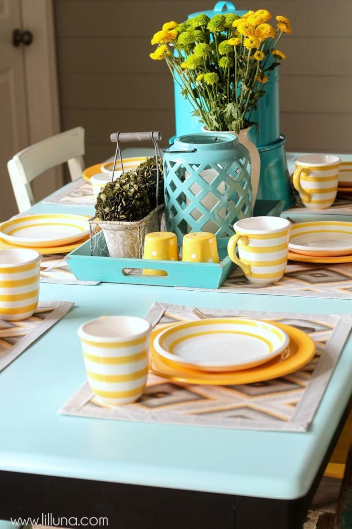 Beautiful Table Makeover tutorial on { lilluna.com }