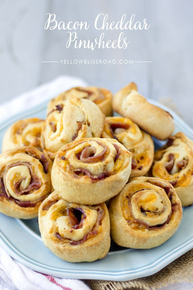 Bacon Cheddar Pinwheels - a simple, delicious and addicting appetizer or snack everyone will love!! { lilluna.com } Crescent dough rolled with cheddar cheese and bacon - so yummy!