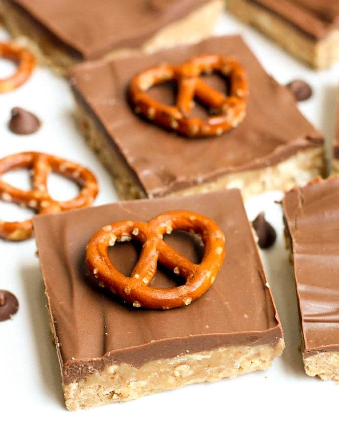 No Bake Peanut Butter Pretzel Bars recipe. Peanut butter and pretzels, topped with melted chocolate chips - the combination is so yummy!!!