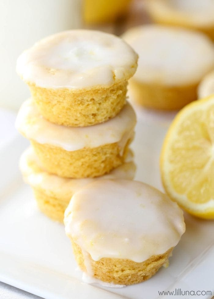 Lemon Blossoms - a delicious bite-size lemon treat with homemade glaze on top. SO addicting and yummy! { lilluna.com }