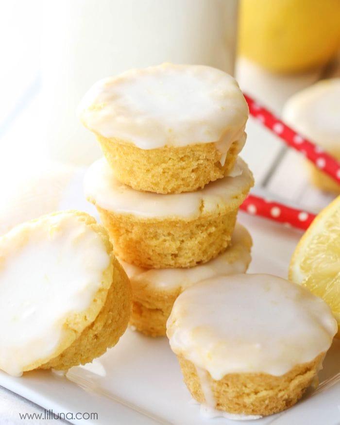 Lemon Blossoms - a delicious bite-size lemon treat with homemade glaze on top. SO addicting and yummy! { lilluna.com }