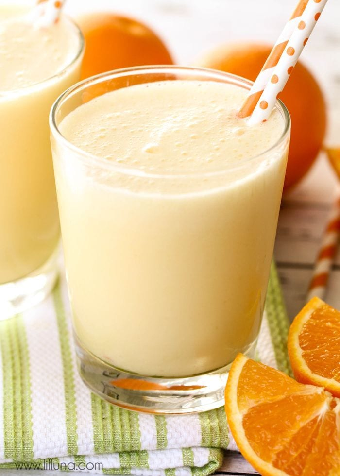 Copycat Orange Julius recipe - takes just a minute to make and is a favorite family treat! Recipe on { lilluna.com } Ingredients include frozen orange juice concentrate, milk, sugar, vanilla, water, and ice cubes to make this refreshing drink!