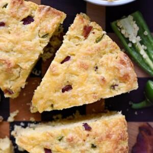 Bacon Cheddar Jalapeno Cornbread | FiveHeartHome.com for LilLuna.com