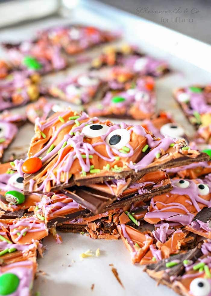 Halloween Bark - a creep and tasty treat to make for the holiday!! Get the recipe on { lilluna.com } Made with candy melts, m&m's, candy eyes, and green jimmies!