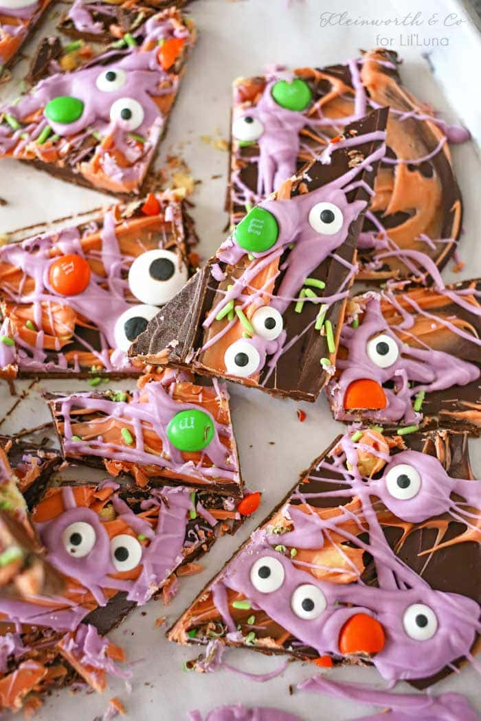 Halloween Bark - a creep and tasty treat made with candy melts, m&m's, candy eyes, and green jimmies to make for the holiday!! Get the recipe on { lilluna.com }