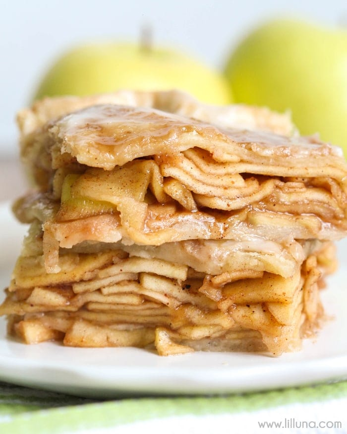 Glazed Apple Pie Bars - so delicious and filled with apples, hints of cinnamon and nutmeg, topped with a yummy glaze! { lilluna.com }