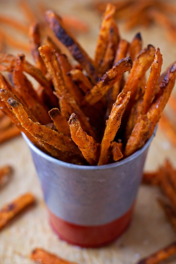 Crispy Baked Sweet Potato Fries - these are seriously so delicious! If ...