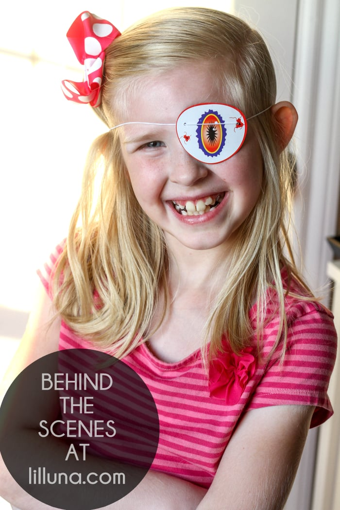 Halloween Penny Gifts - I'll be watching you!!! Perfect for parties or friends. Get the free tags on { lilluna.com }