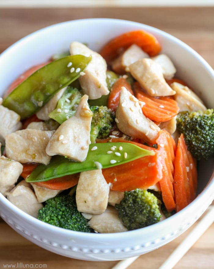 Sesame Chicken Stir Fry - this is a new favorite dinner idea!! It's easy and so yummy and filled with veggies.