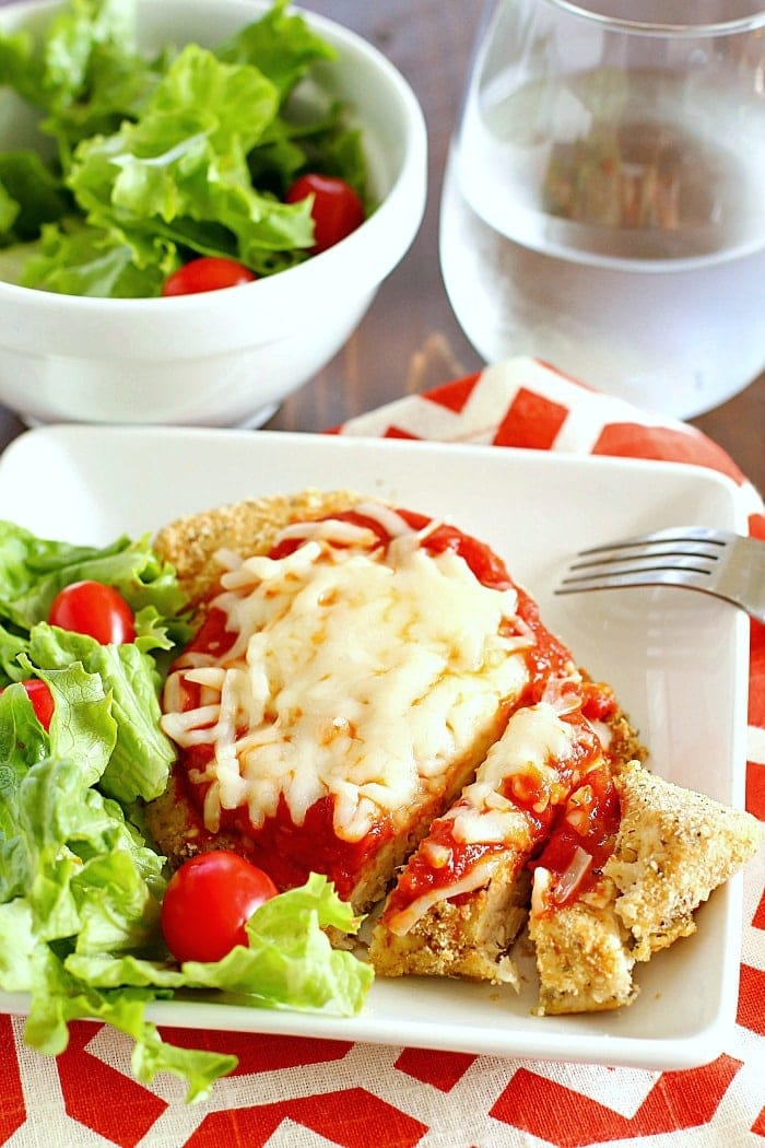 Comfort food gets lightened up with this Skinny Chicken Parmesan! Healthy, easy and totally delicious!