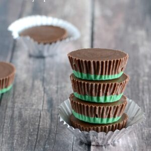 Chocolate Mint Oreo Candy Cups- an easy and yummy candy that just melts in your mouth!