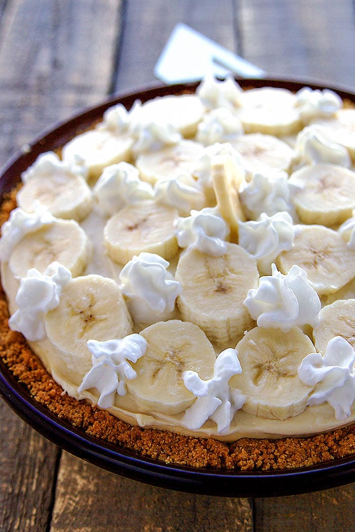 Banana Pudding Cheesecake in a pie pan.