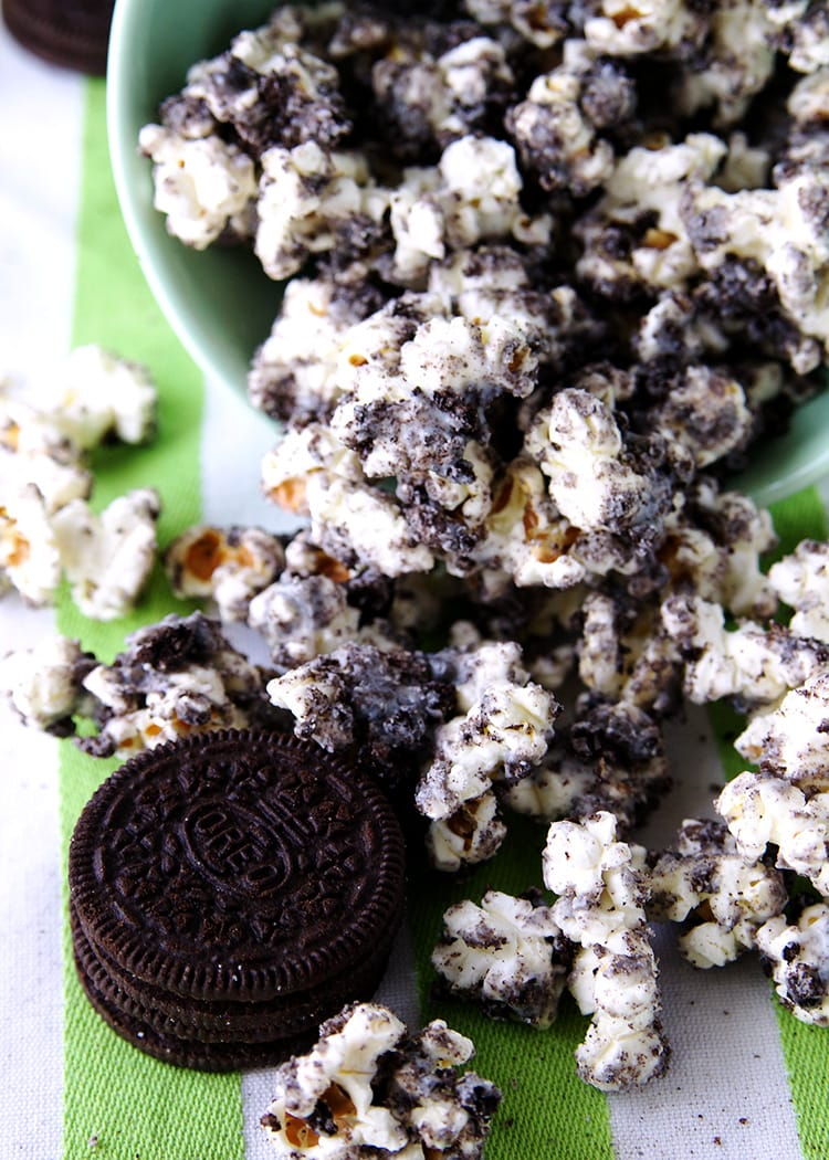 Cookies and Cream Popcorn - a delicious sweet and salty treat of popcorn coated in white chocolate and Oreos.