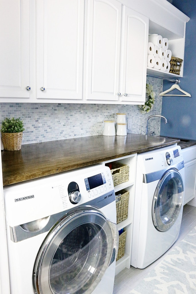 15 beautiful laundry rooms lil 39 luna for Laundry room countertop over washer and dryer