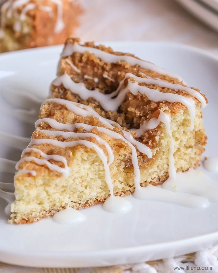 Cream Cheese Coffee Cake - better than your typical coffee cake! This recipe has cream cheese mixed into the cake batter, with a delicious streusel topping! Perfect for breakfast or dessert! { lilluna.com }