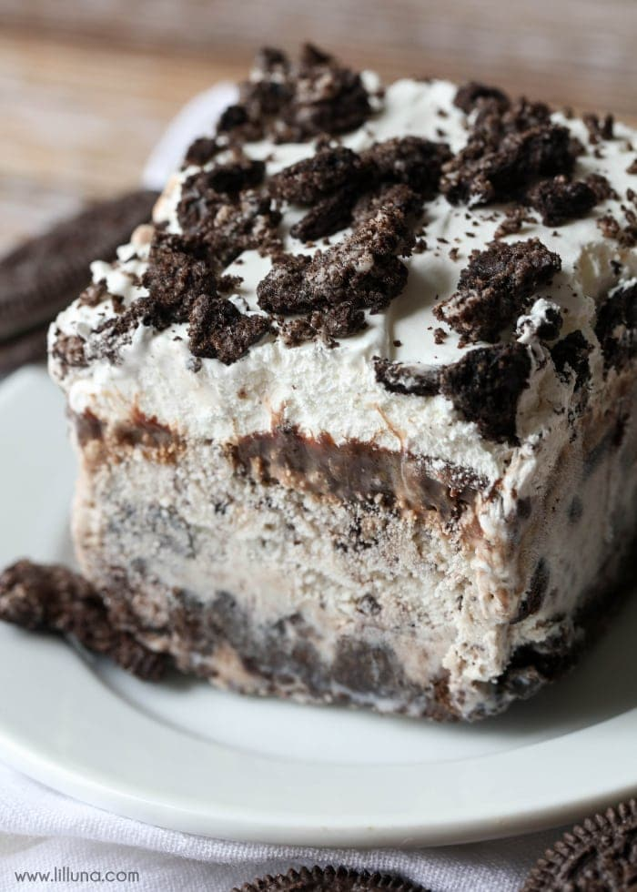 Cookies and Cream Ice Cream Cake - layers of Oreos, Cookies and Cream Ice Cream, Hot Fudge, Cool Whip and chopped Oreos - a simple and delicious dessert!
