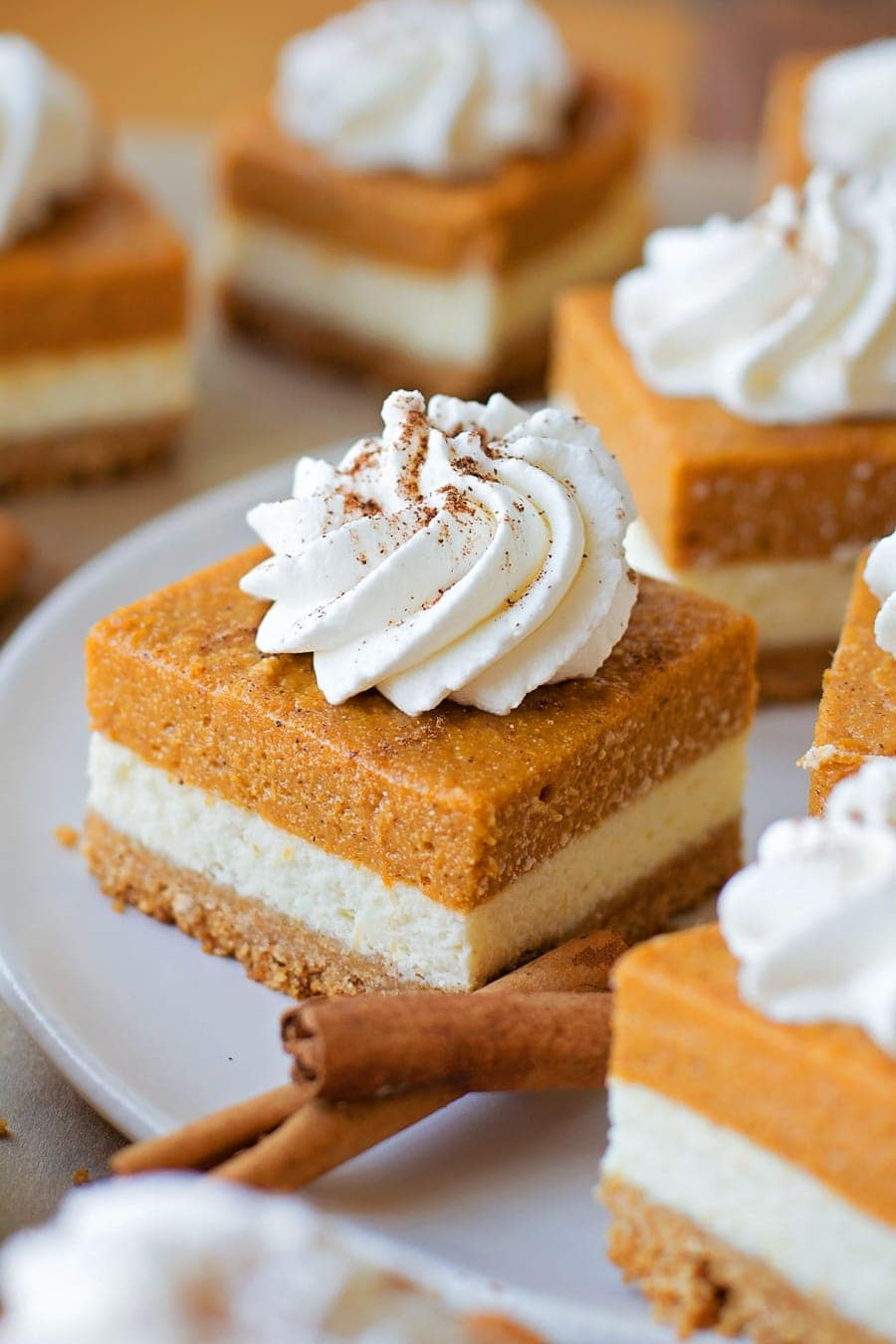 Pumpkin Pie Cheesecake Bars - layers of goodness with a graham cracker ...