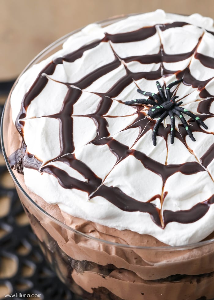 Chocolate Spider Trifle - layers of chocolate cake, Oreo, chocolate mousse and cream - perfect for Halloween!