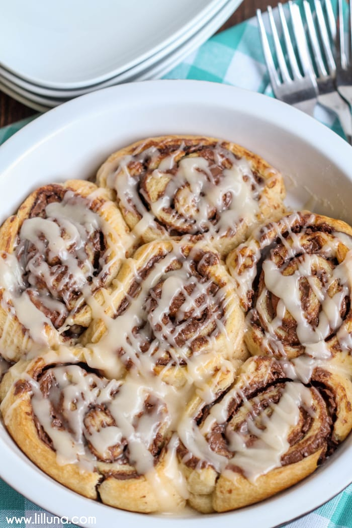 Soft and delicious Nutella Cinnamon Rolls!! Can't beat warm rolls stuffed with nutella and topped with glaze!