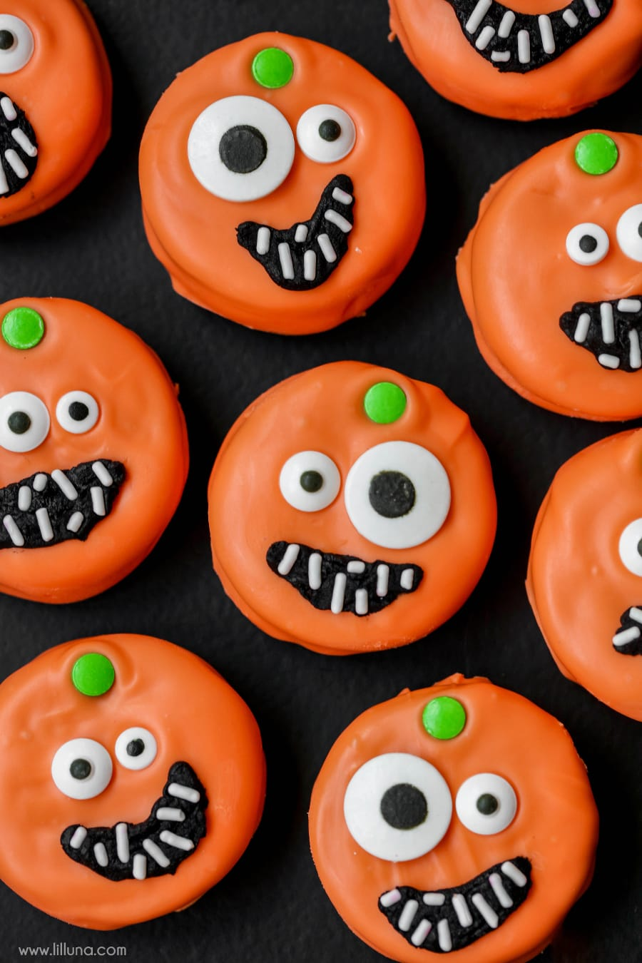 halloween oreo eyeball cookies