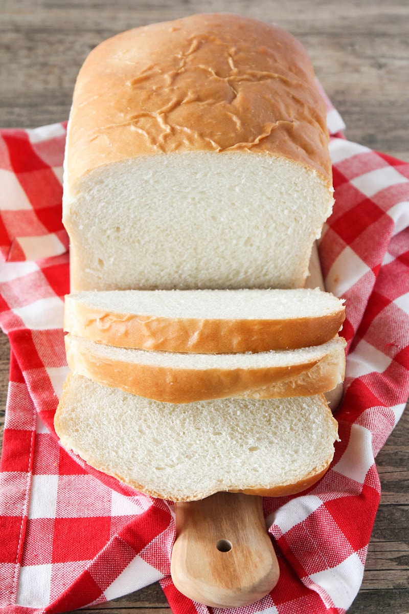 EASY bread recipe - the best, most fluffy loaf of homemade white bread! Tastes so much better than store bought!!