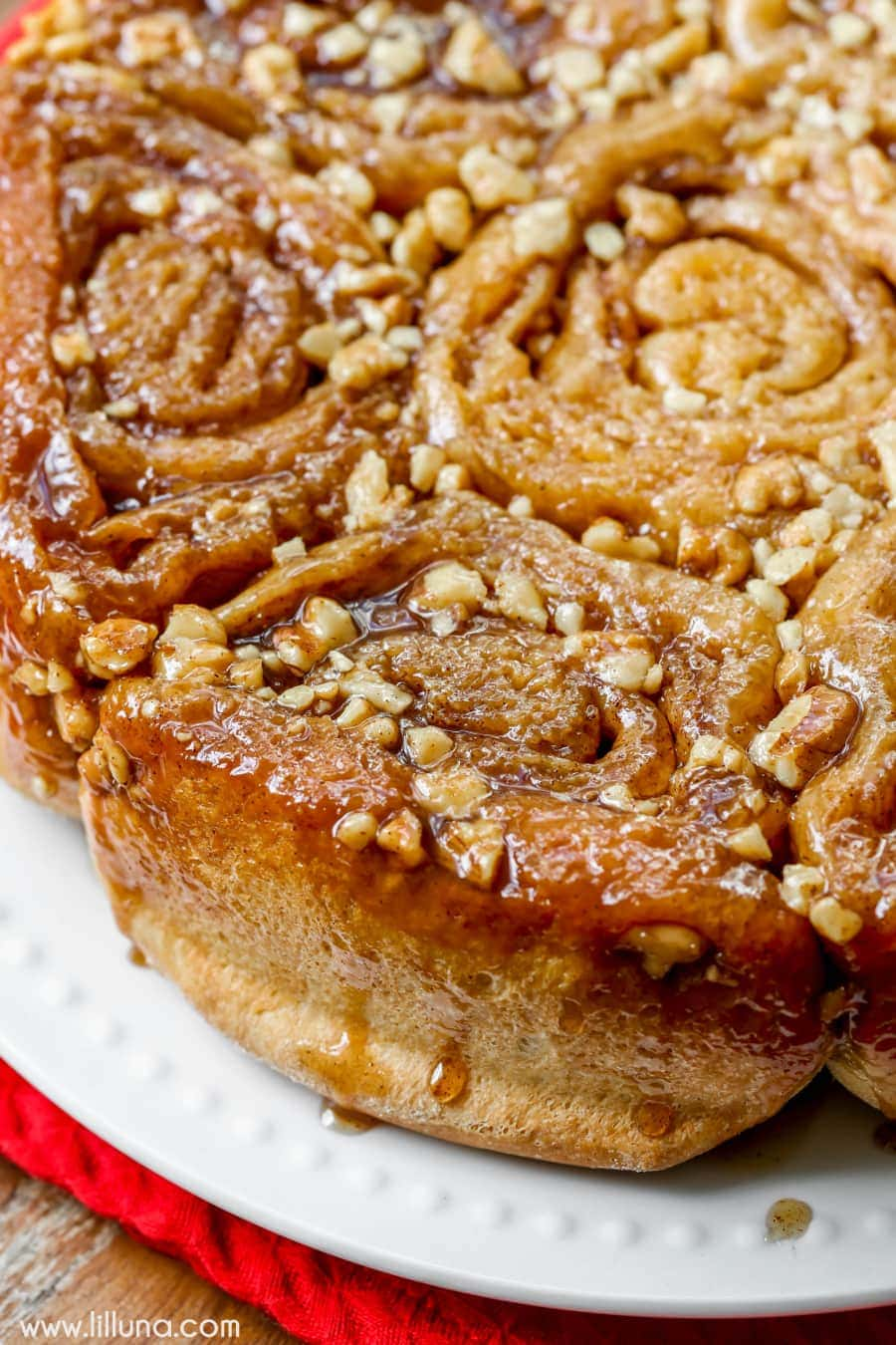 Cinnamon Walnut Sticky Buns - a twist on traditional cinnamon rolls, these sticky buns are finger lickin' good!! With a delicious cinnamon filling and topped with a honey, brown sugar, and walnut glaze... SO GOOD!