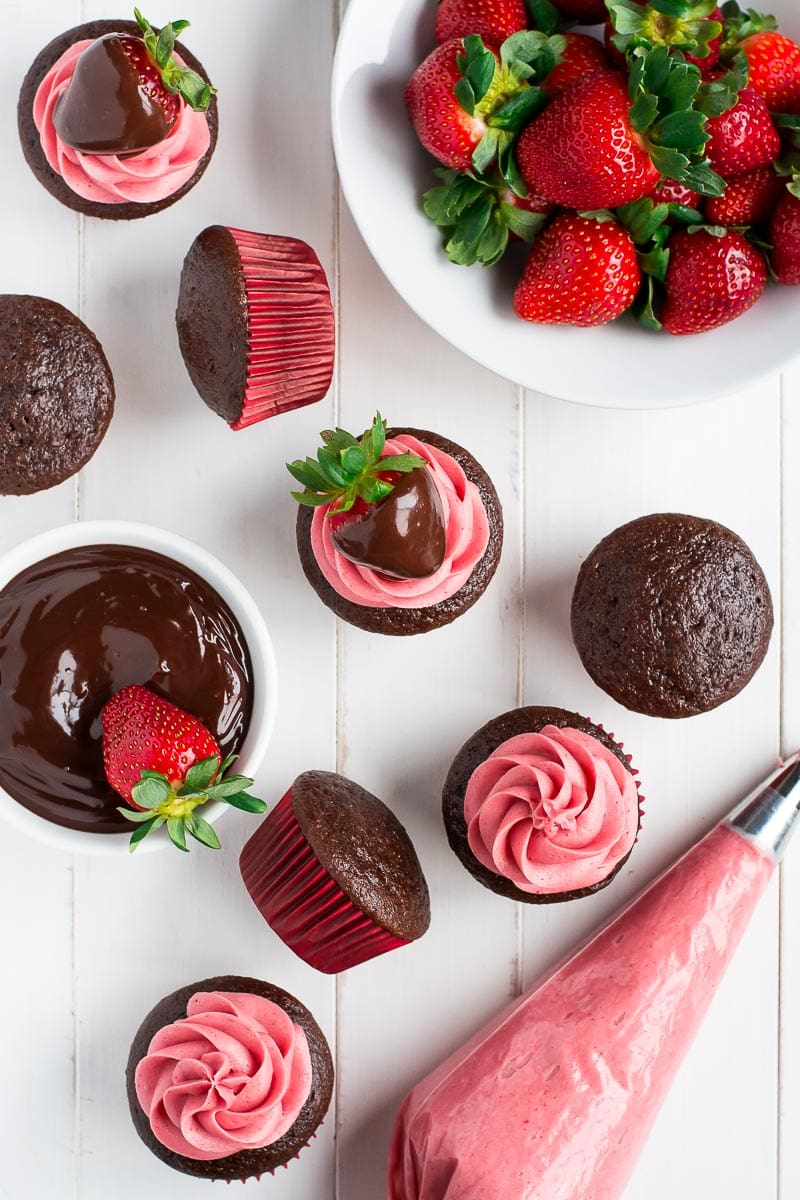 Chocolate Covered Strawberry Cupcakes - Lil' Luna